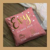 Un cadeau de naissance à faire ? Pensez au coussin de naissance personnalisé EVY ! 🍼💗 #coussinpersonnalisé #coussindenaissance
